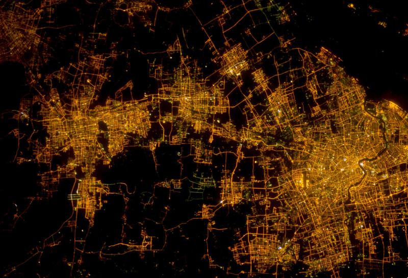 Szanghaj widziany z kosmosu w 2012 roku (NASA)