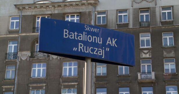 """Zielony skwer nazwę zawdzięcza batalionowi AK """"Ruczaj"""", który walczył w tych okolicach w czasie Powstania tvnwarszawa.pl"""