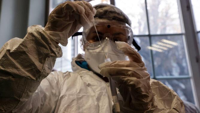 SARS-CoV-2 najbardziej zakaźny w pierwszych pięciu dniach od pojawienia się objawów choroby