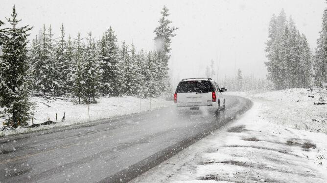Opady w całym kraju. Sytuacja na drogach będzie wymagać większej uwagi