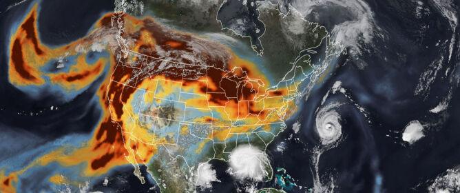 Zdjęcie satelitarne drogi dymu z kalifornijskich pożarów z 14 września (earthobservatory.nasa.gov)