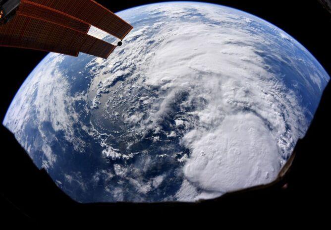 Zdjęcie satelitarne burzy tropikalnej Barry (NASA)